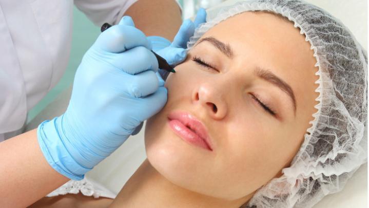Cosmetic surgeon in delhi